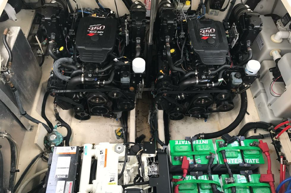 Sea Ray 300 Engine Room