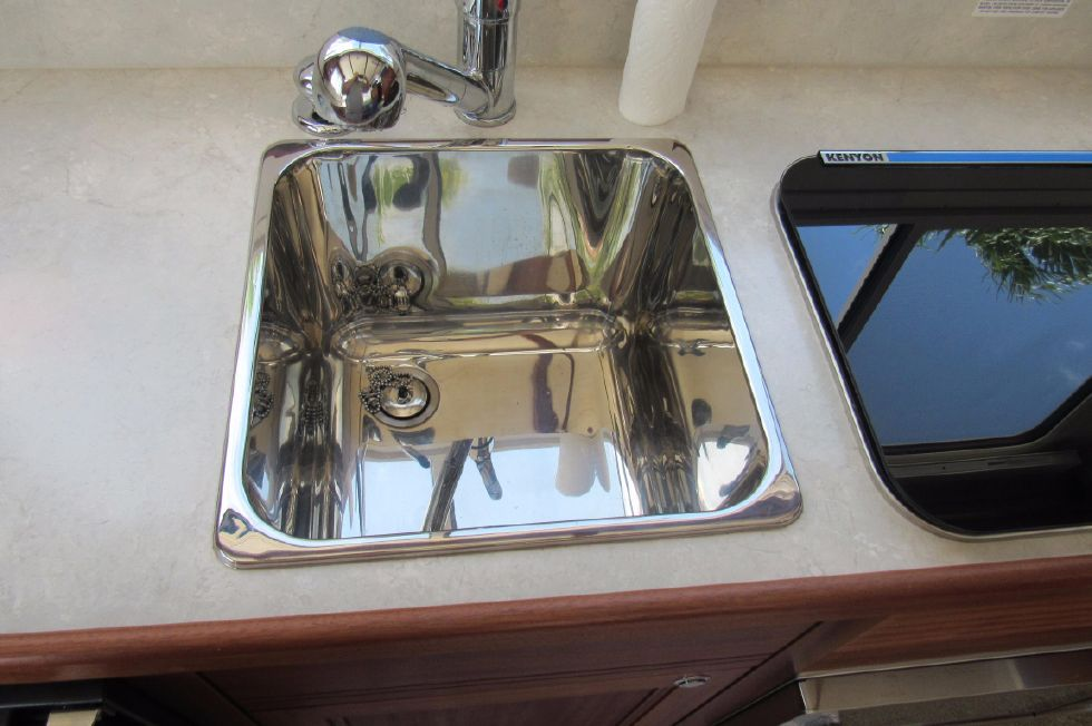 2014 Nordic Tugs 34 - Large Sink
