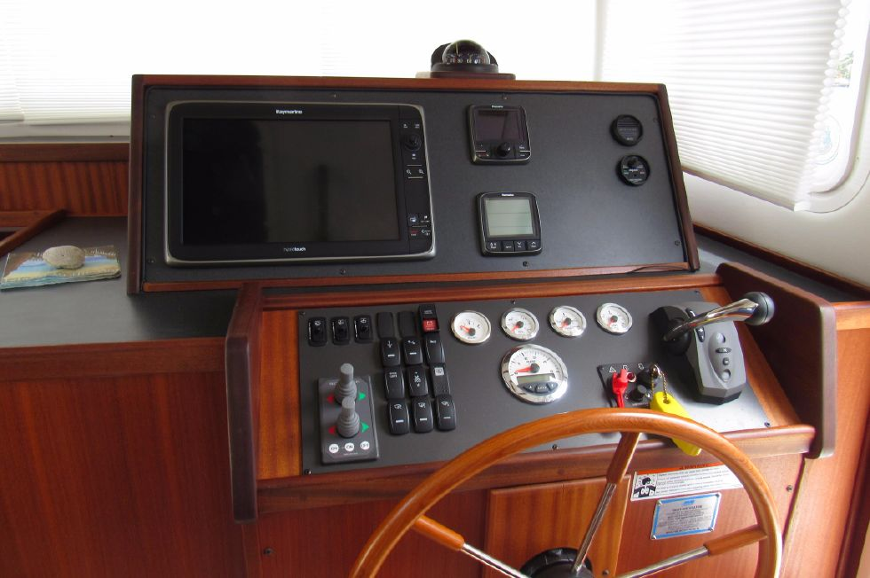 2014 Nordic Tugs 34 - Wonderful Helm Layout