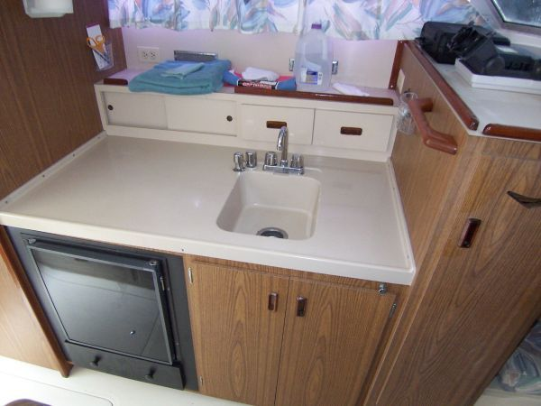 1972 Bertram Flybridge Cruiser - Galley
