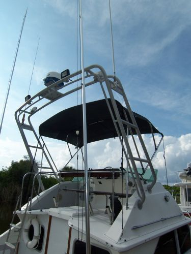 1972 Bertram Flybridge Cruiser - Radar Arch/Outriggers