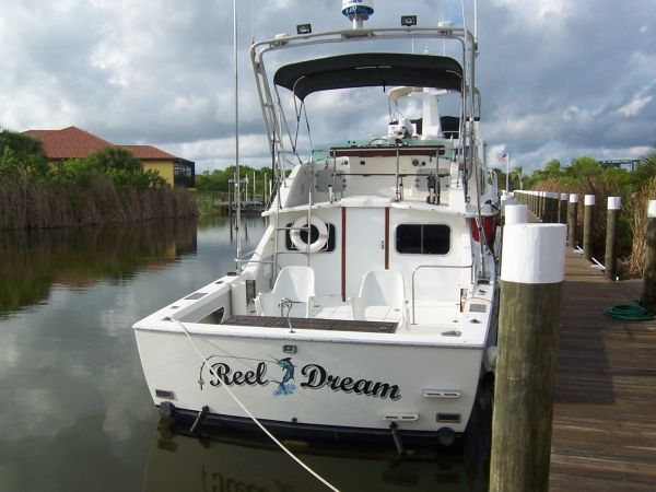 1972 Bertram Flybridge Cruiser - Stern
