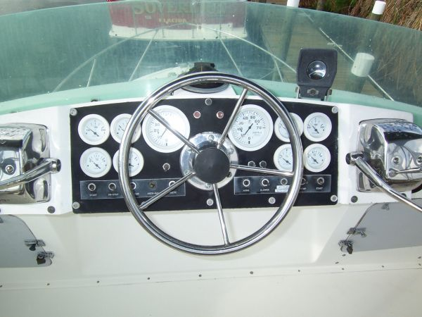 1972 Bertram Flybridge Cruiser - New Instruments