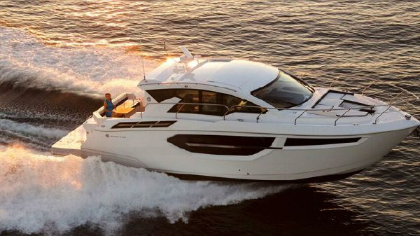 Cruisers Yachts 42 Cantius Starboard Side