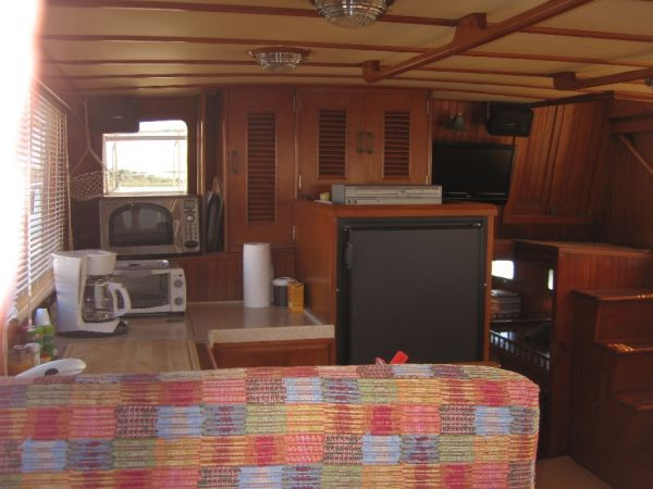 1984 Marine Trader 44' Three Stateroom Sundeck - Salon 4