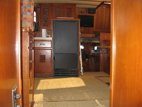 1984 Marine Trader 44' Three Stateroom Sundeck - Looking Aft in Salon