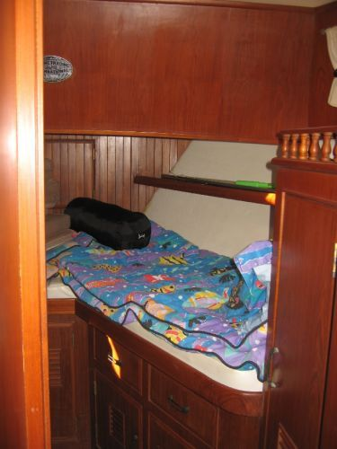1984 Marine Trader 44' Three Stateroom Sundeck - Forward Cabin