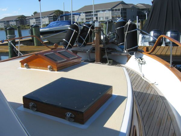 1984 Marine Trader 44' Three Stateroom Sundeck - Looking forward