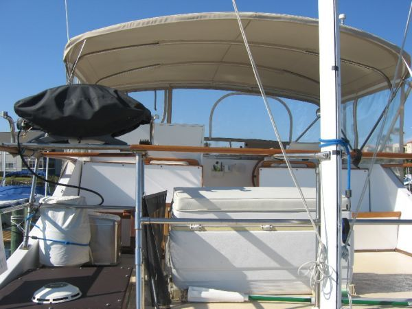 1984 Marine Trader 44' Three Stateroom Sundeck - Bridge from aft deck