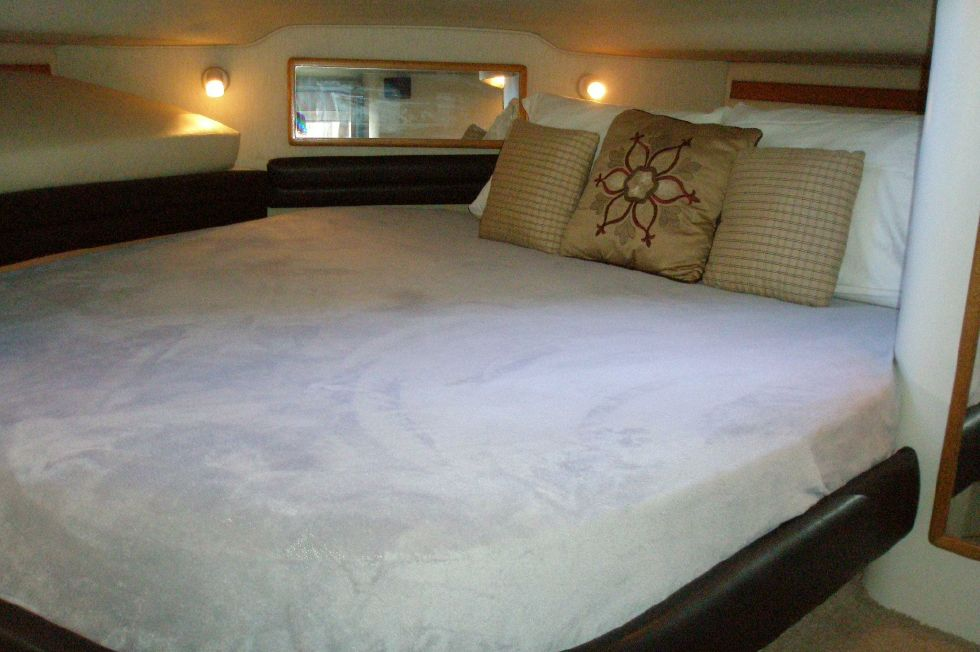 1994 Sea Ray 400 Express Cruiser - Master Stateroom