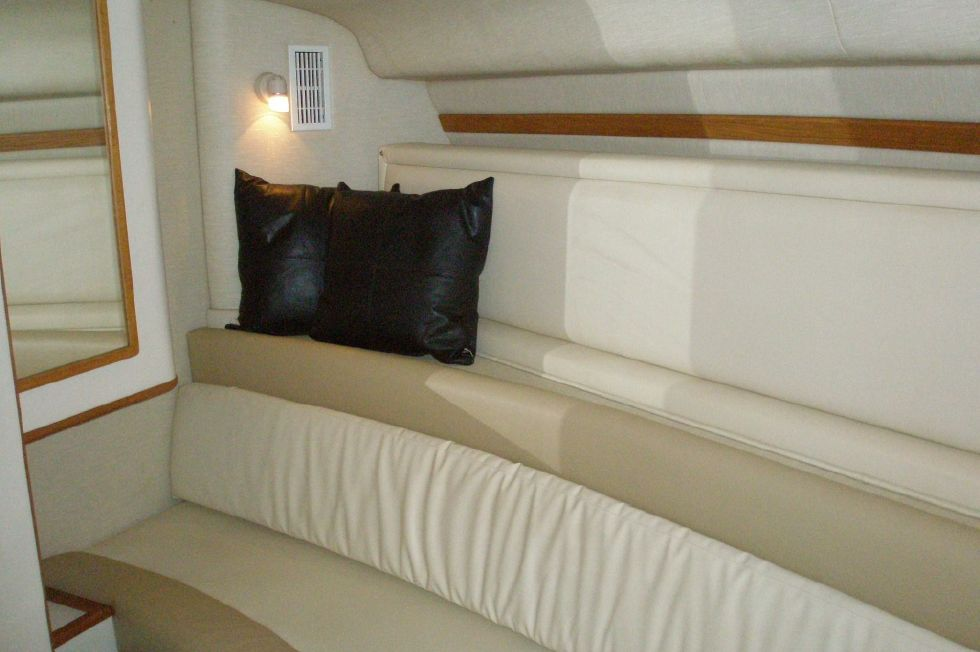 1994 Sea Ray 400 Express Cruiser - Guest Stateroom