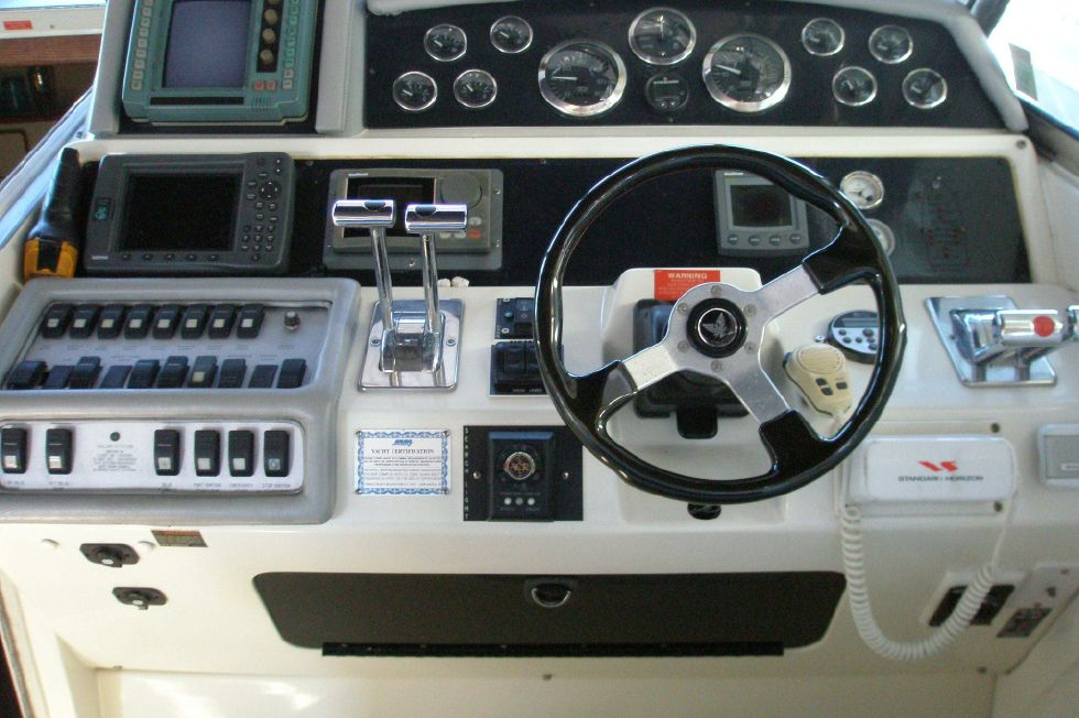 1994 Sea Ray 400 Express Cruiser - Helm Controls