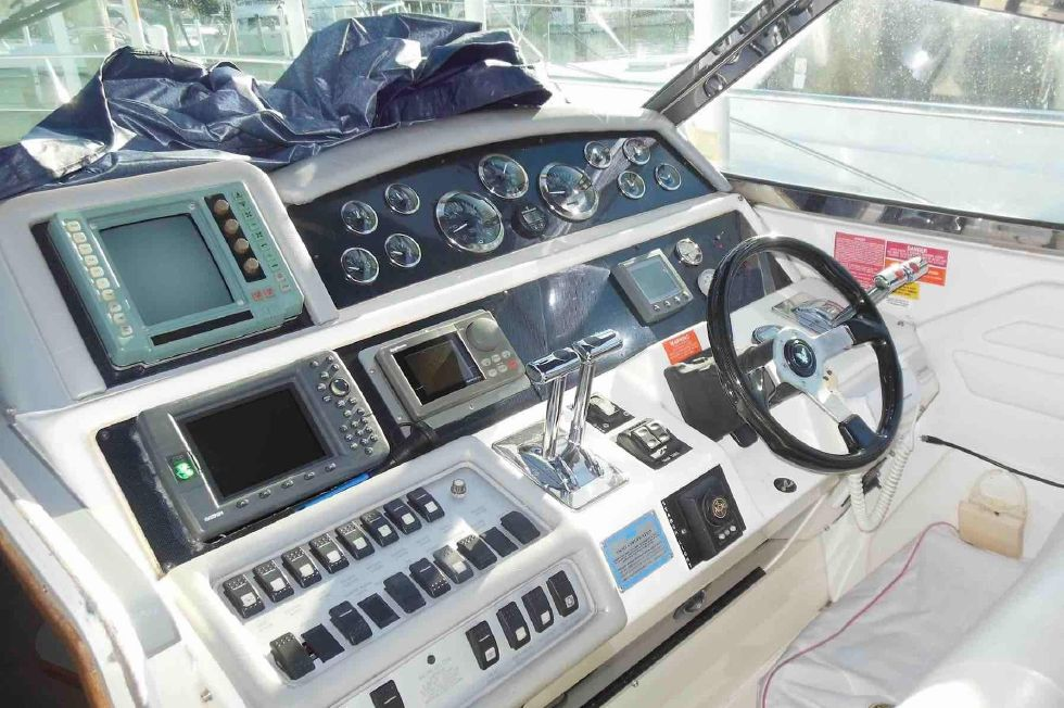 1994 Sea Ray 400 Express Cruiser - Helm