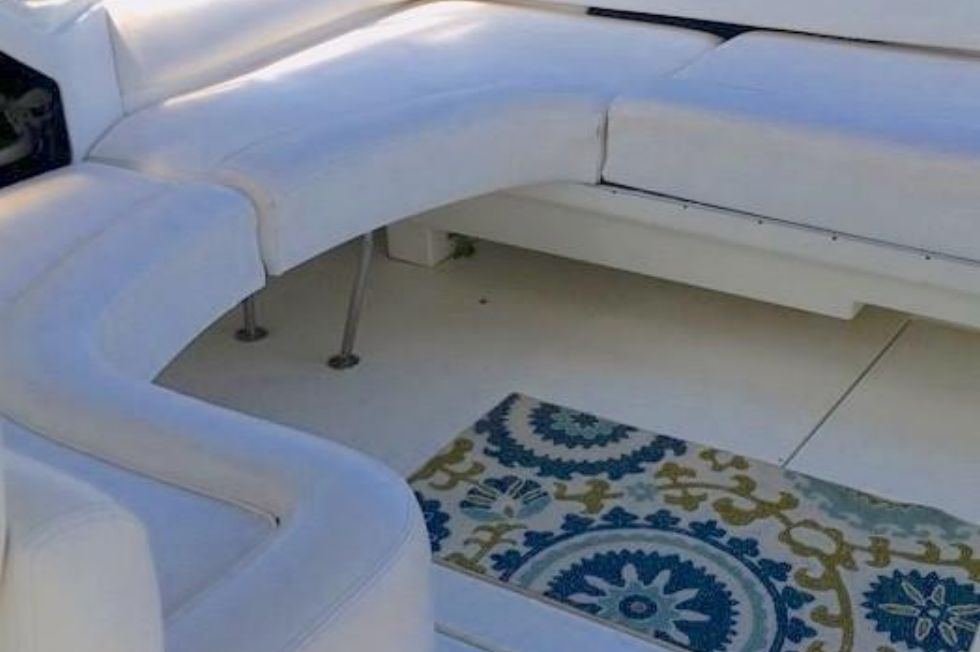 1994 Sea Ray 400 Express Cruiser - Cockpit starboard