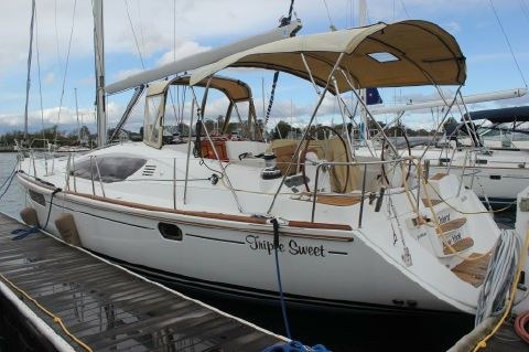 2009 Jeanneau 50 DS - Port view