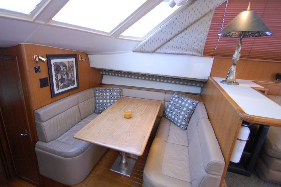 Dinette (converts to berth)