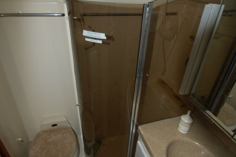 Master Head with Separate Shower Stall