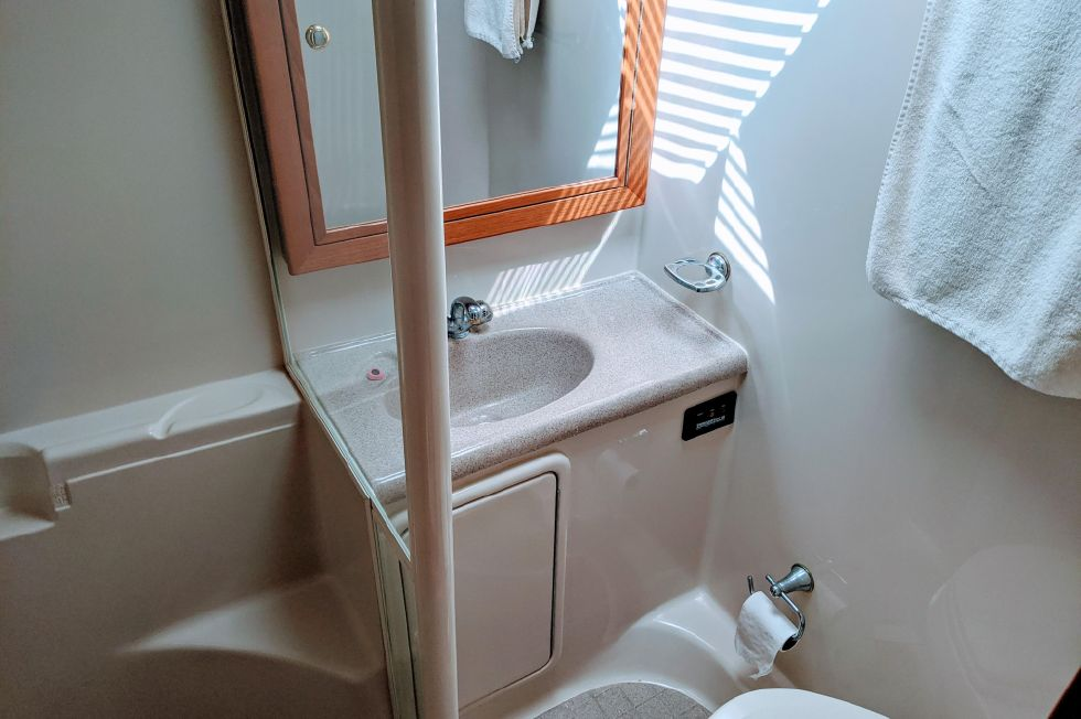 2000 Riviera Convertible - Head/Stall Shower