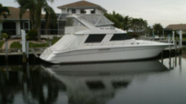 Sea Ray 550 Sedan Bridge Over All View Stb.at Dock