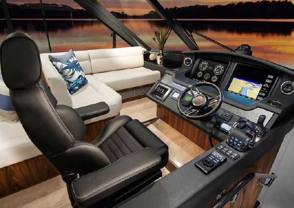 Riviera 5400 Sport Yacht image