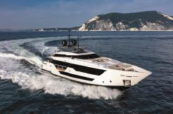 2020 Custom Line 106 Motoryacht