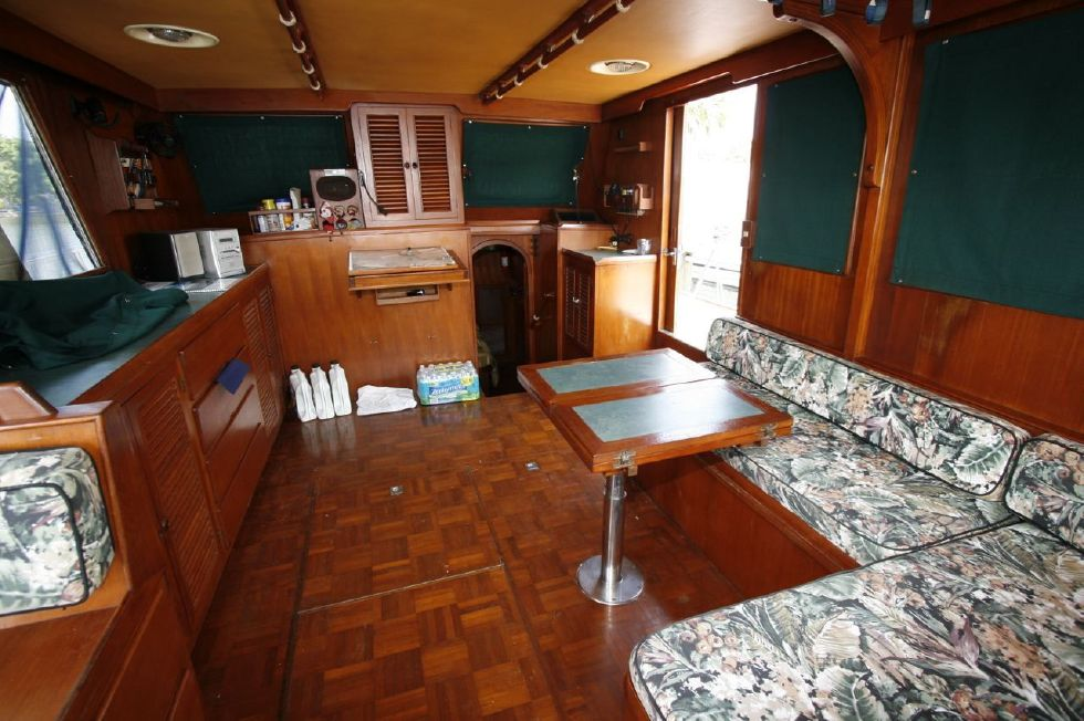 1984 Present Yachts Double Cabin Trawler