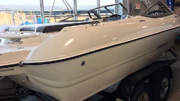 Stingray 208 Ls Sport Deck- Full Windshield Stingray 208LS 10.JPG