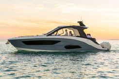 2022 Sea Ray Sundancer 370 Outboard