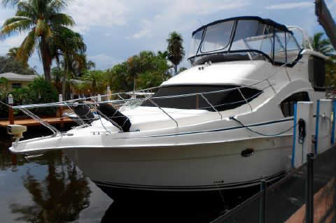2006 Silverton 35 Motor Yacht - Bow Profile Port Side