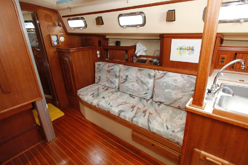 Island Packet 35 sette w/newer upholstrey