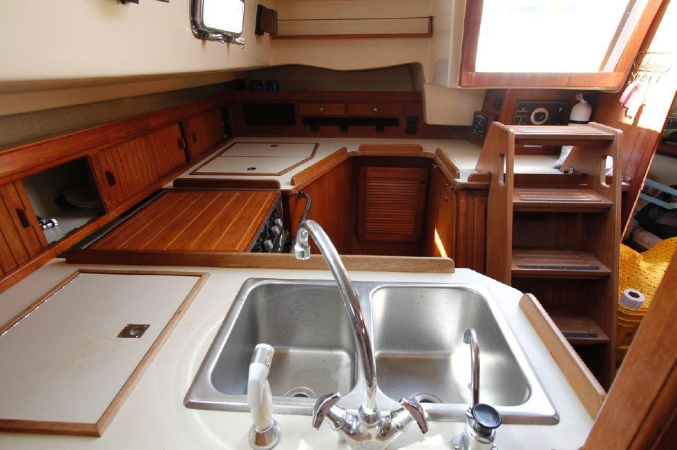 Island Packet 35 dual Stainless Steel sinks