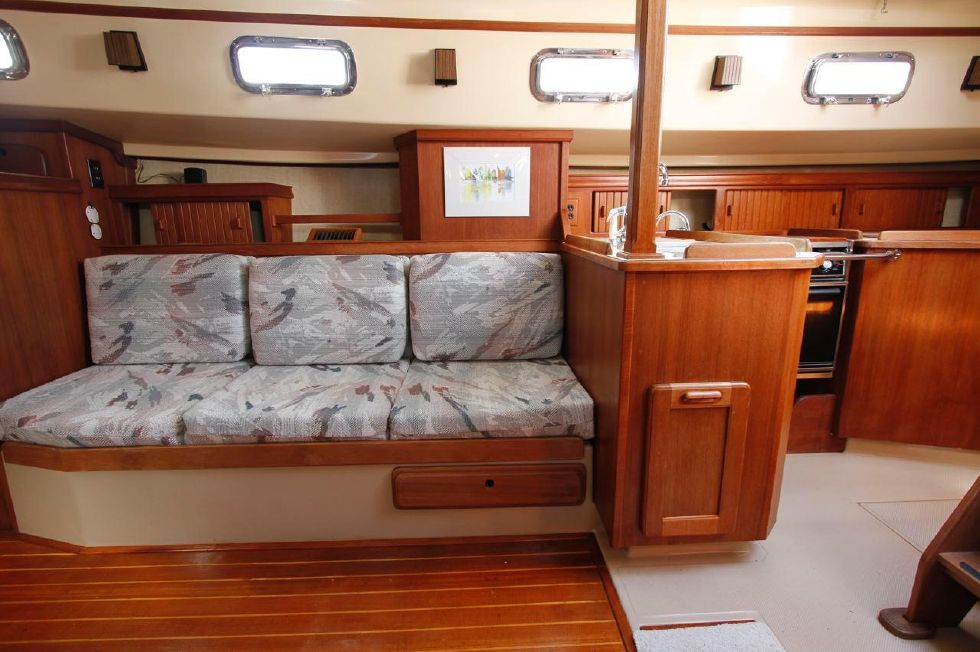 Island Packet 35 starboard sette w/galley