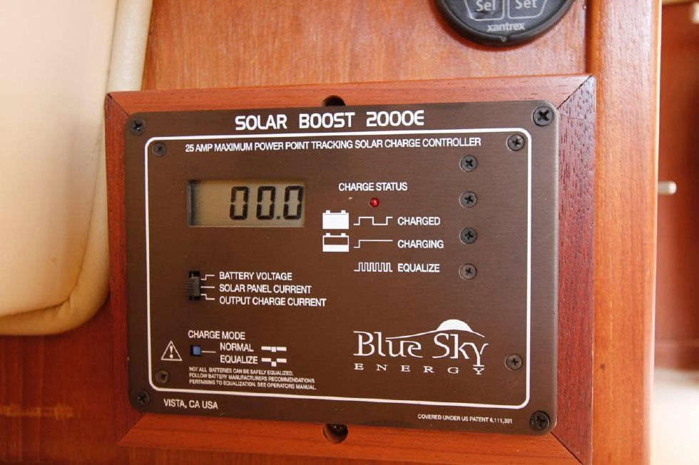Island Packet 35 Solar Regulator by Blue Sky MPPT