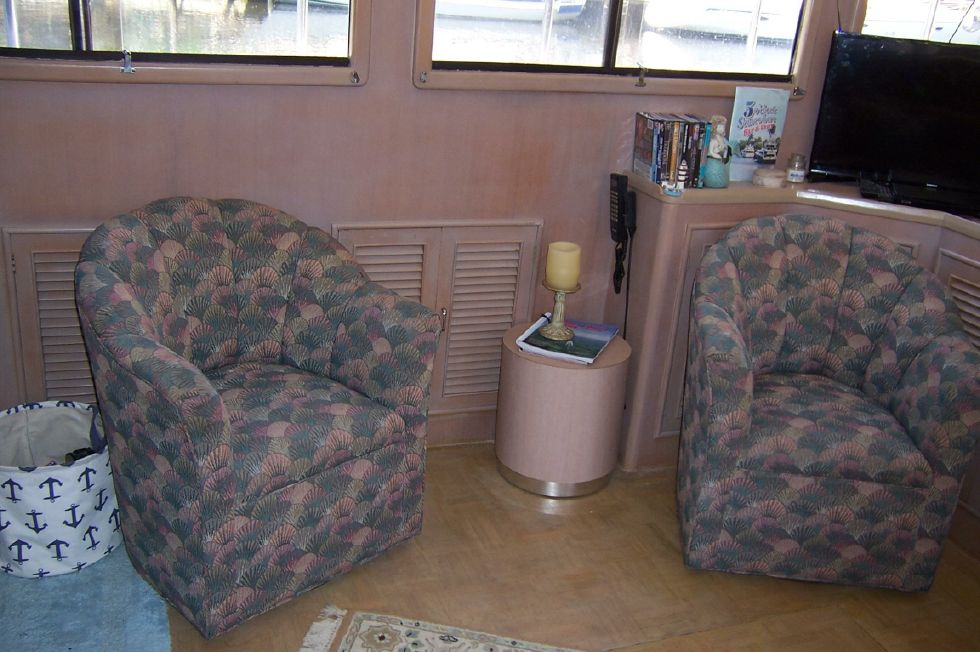 1989 CHB Seamaster Sundeck - 48 Chung Hwa Salon Tub Chairs