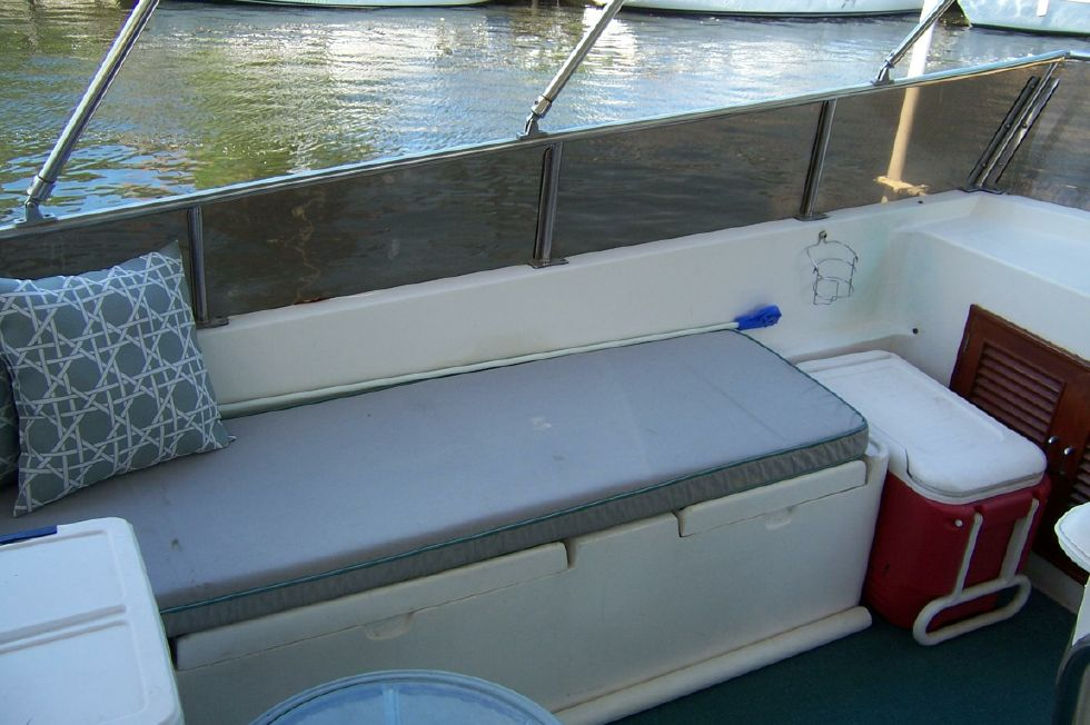 1989 CHB Seamaster Sundeck - 48 Chung Hwa Bridge Port Seating