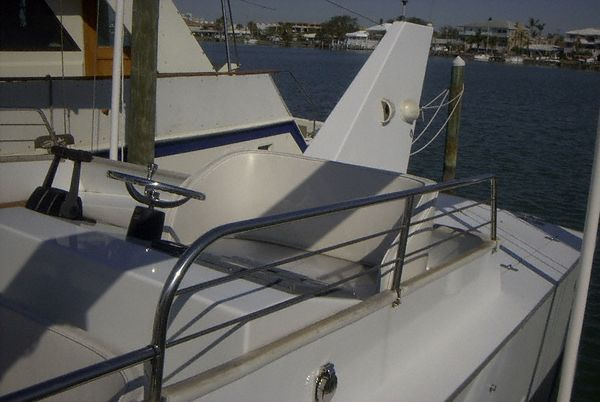 2002 Ocean Cat OC 38 (Commercial Go-Fast) - Helm Profile