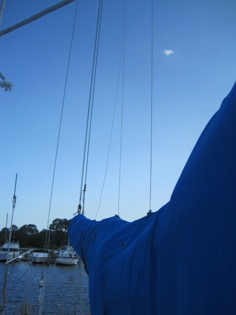 Mainsail with dutchman flaking system