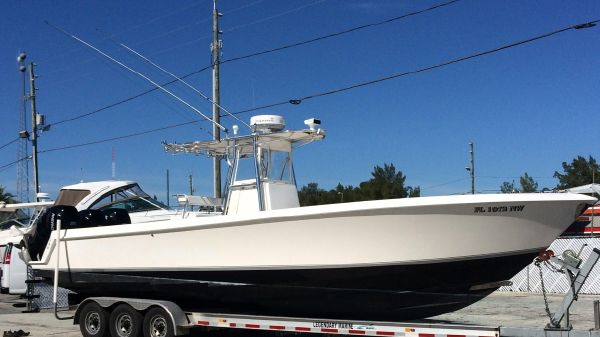 Contender 33 Stepped Hull, Center Console Profile