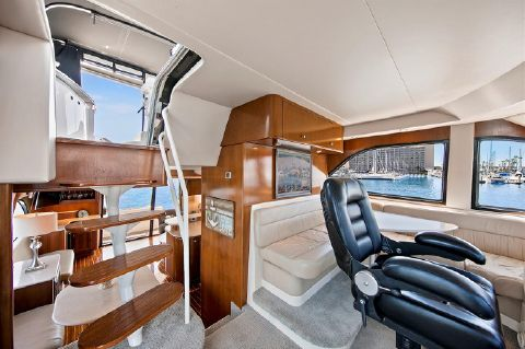 2005 Meridian 580 Pilothouse Motoryacht - Dinette/Pilothouse Seating