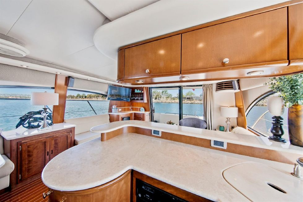 2005 Meridian 580 Pilothouse Motoryacht - Galley