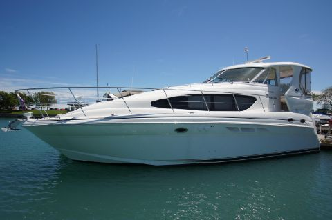 2003 Sea Ray 390 Motor Yacht - In Water