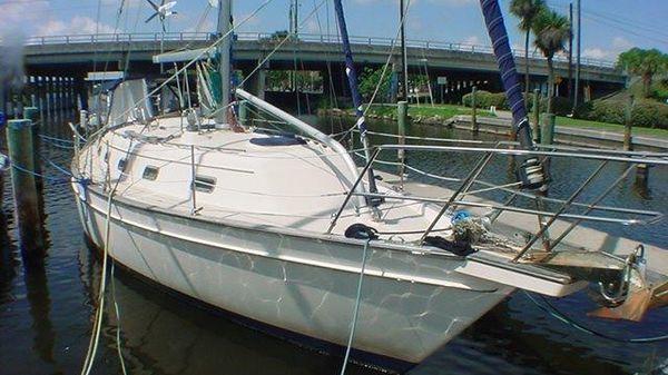 Island Packet 380 Port Fwd