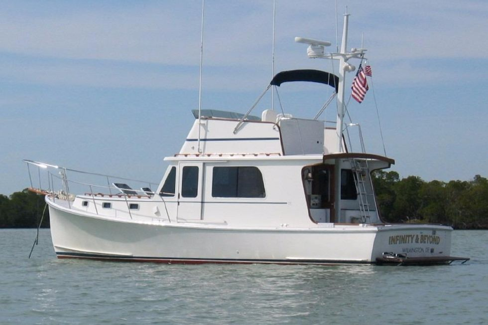 2004 Duffy 37 Flybridge Cruiser - At Anchor