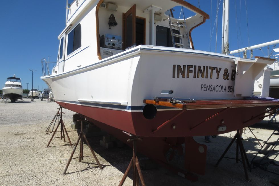 2004 Duffy 37 Flybridge Cruiser - Stern