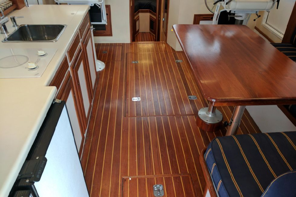 2004 Duffy 37 Flybridge Cruiser - Salon