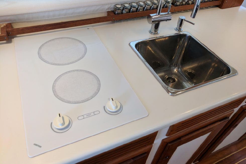2004 Duffy 37 Flybridge Cruiser - Cooktop