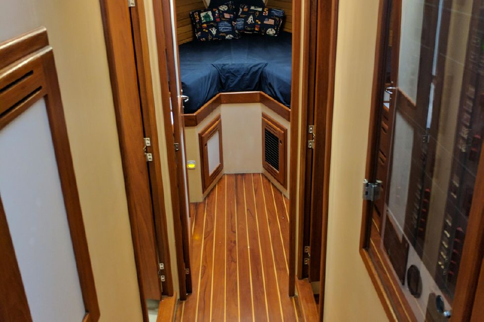2004 Duffy 37 Flybridge Cruiser - Looking forward