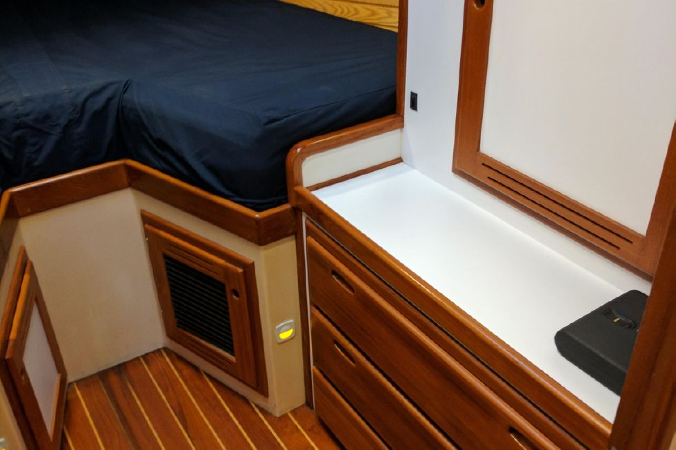 2004 Duffy 37 Flybridge Cruiser - Master starboard