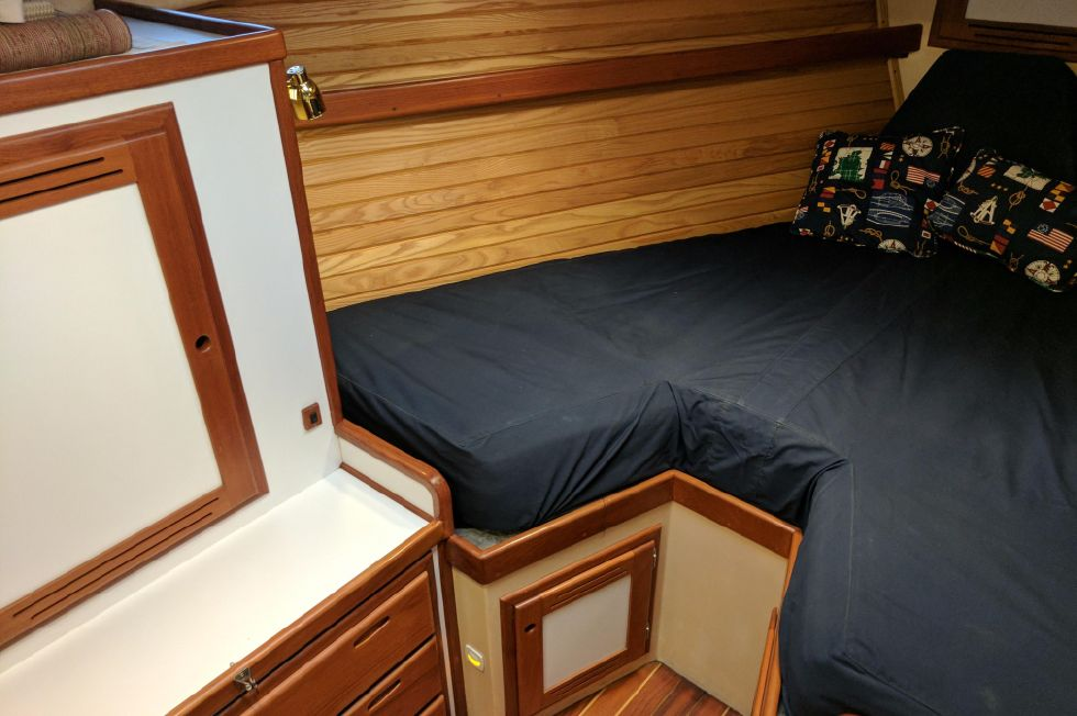 2004 Duffy 37 Flybridge Cruiser - Master port