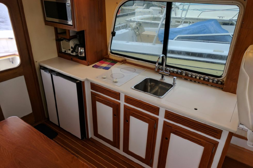 2004 Duffy 37 Flybridge Cruiser - Galley